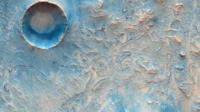 Melihat Keindahan Mars dari Dekat: Banyak Kawah dan Jurang Curam (151360)