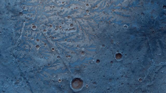 Melihat Keindahan Mars dari Dekat: Banyak Kawah dan Jurang Curam (151356)