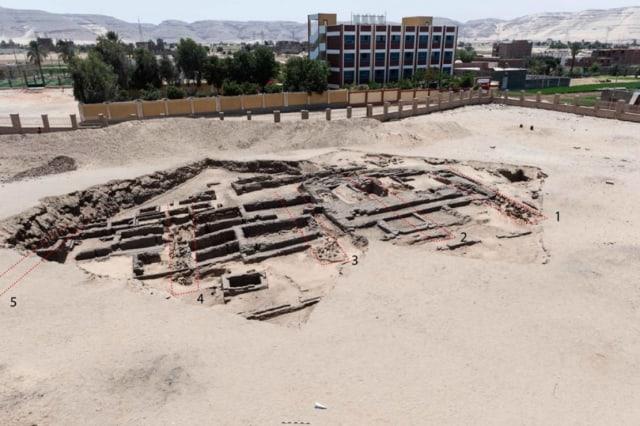 Tersembunyi, Arkeolog di Mesir Temukan Jejak Pabrik Bir Tertua di Dunia (514011)