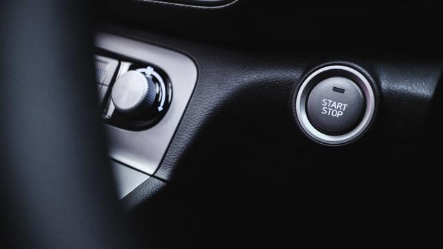 Berita Populer: Etika Pakai Rem Tangan di Lampu Merah; Cara Nyalakan Mesin Mobil (406177)