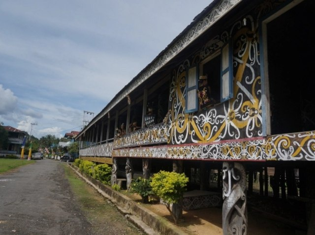 4 Rumah Adat Tradisional yang Ada di Wilayah Kalimantan! (107918)