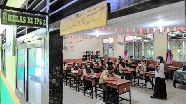 Live Corona Update: Guru Divaksin, Sekolah Tatap Muka Segera Dimulai (126901)