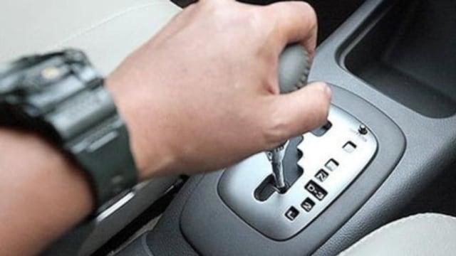 3 Kebiasaan Salah yang Sebaiknya Dihindari Pengemudi Mobil Matik (487958)