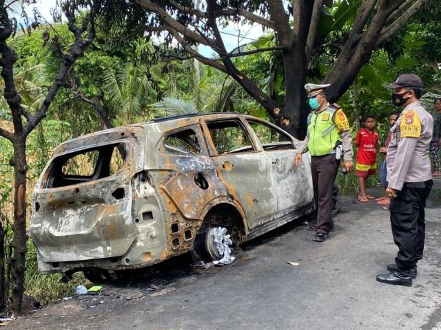 Mobil Tabrak Pohon dan Terbakar, Selebgram Athira Farina Selamat (109863)