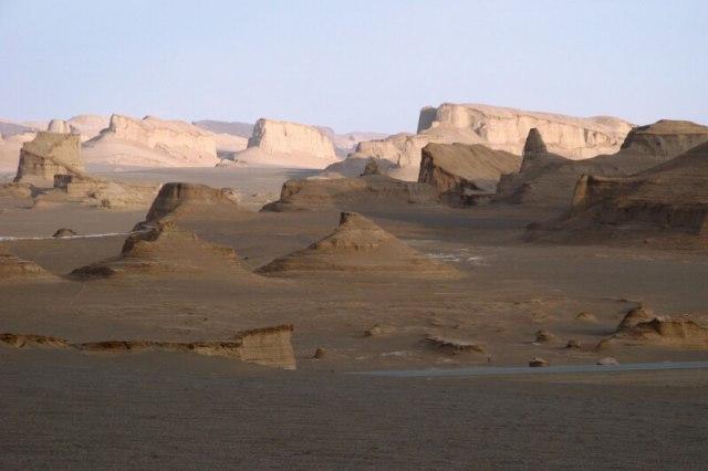 Dasht-e Lut, Tempat Terpanas di Dunia yang Suhunya Mencapai 70 Derajat Celsius (78411)
