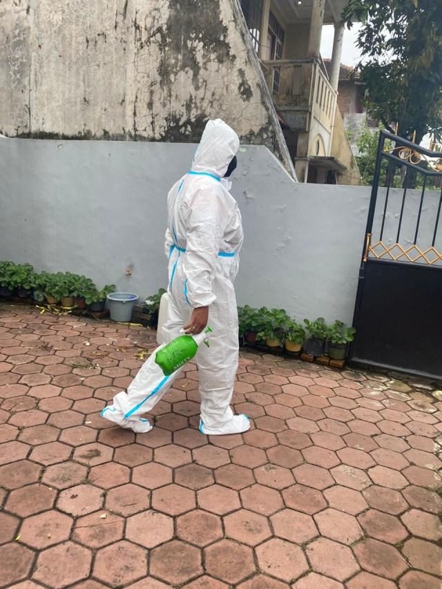 Sikat Emas Batangan, Maling di Malang Menyamar Jadi Petugas Disinfeksi (216193)