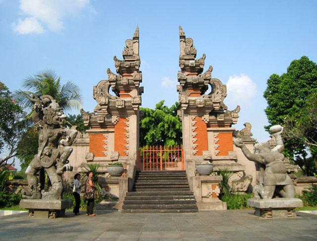 Mengenal Ragam Rumah Adat Bali dan Bangunan di Dalamnya (67678)