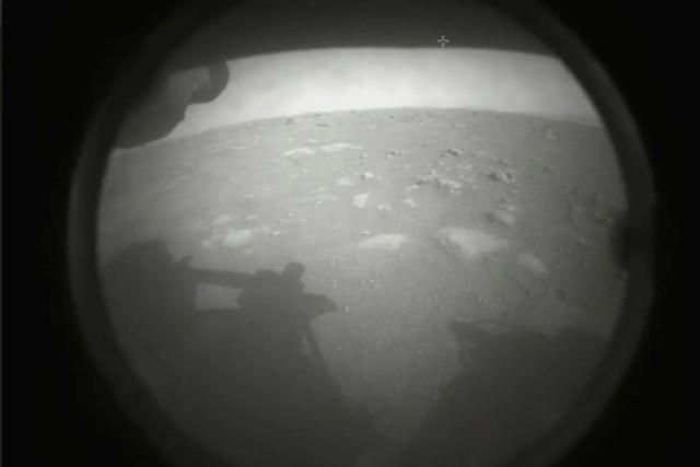 Foto: Gambar Pertama Robot Penjelajah NASA Mendarat di Mars (599)