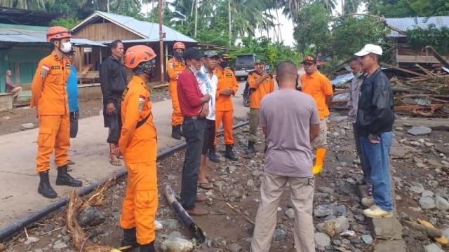 Banjir Bandang di Tojo Una-Una: 345 Korban Jiwa Mengungsi, 8 Rumah Hanyut (3748)