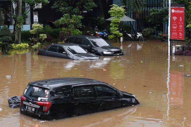 Mobil Terendam Banjir? Lakukan 5 Hal Ini (30891)