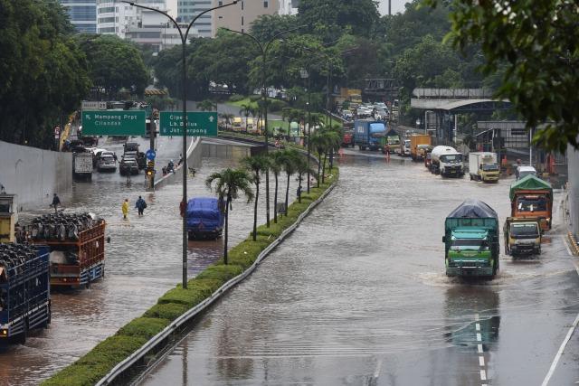 Terendam Banjir, YLKI Minta Tarif Tol di Jabodetabek Gratis (640973)