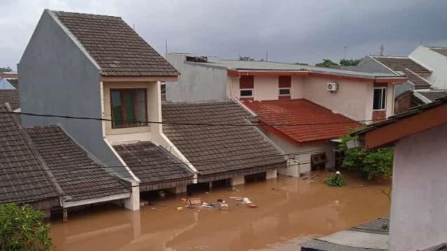 Foto: Banjir di Ciledug Indah, Air Hampir Setinggi Atap Rumah (818)