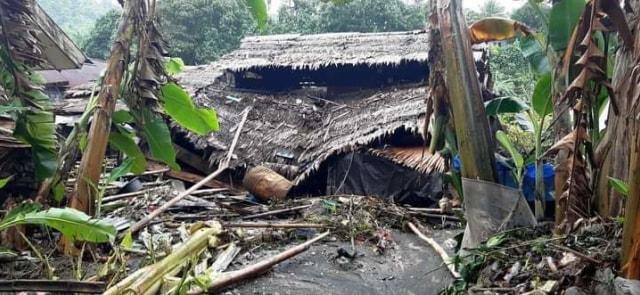 Ombak Besar Hantam Rumah Warga di Pesisir Pantai 3 Kecamatan, Morotai (259701)