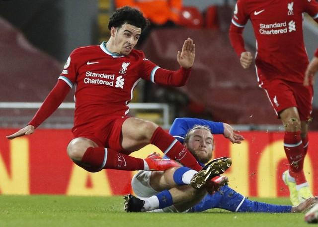 Foto: Liverpool Dipermalukan Everton di Anfield (152124)