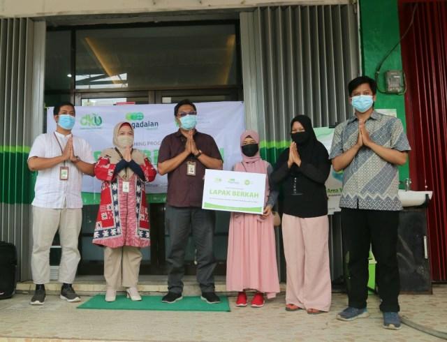 Pegadaian Syariah Tarakan dan Inisiatif Zakat Indonesia Bantu Pedagang UMKM  (93234)