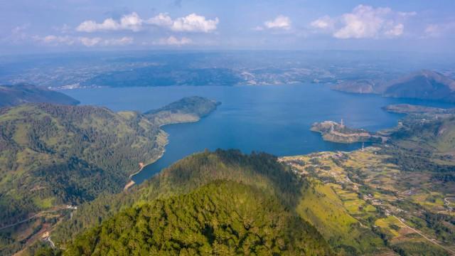 Sandiaga Harap Adian Nalambok Bisa Jadi Alternatif Wisata Pilihan di Danau Toba (277182)