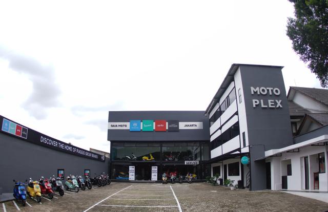 Mengintip Suasana Dealer Premium Piaggio Motoplex di Jakarta Selatan (70604)