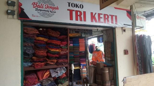 Setelah Imbauan Gubernur, Penjualan Endek di Pasar Kumbasari Belum Meningkat (33746)