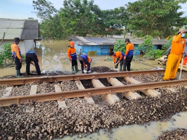 Jakarta Banjir, PT KAI Daop 3 Cirebon Batalkan Perjalanan KA Tujuan Jakarta (87932)