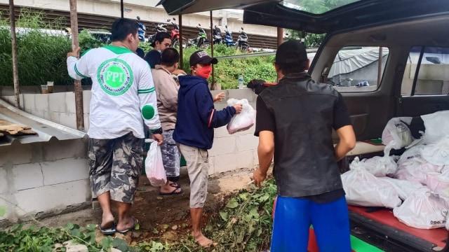 Fakta-fakta Relawan FPI Dibubarkan Polisi saat Bantu Korban Banjir (34871)