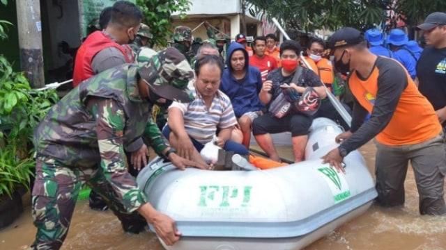 Fakta-fakta Relawan FPI Dibubarkan Polisi saat Bantu Korban Banjir (34868)