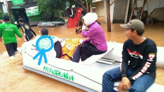 Fakta-fakta Relawan FPI Dibubarkan Polisi saat Bantu Korban Banjir (34870)