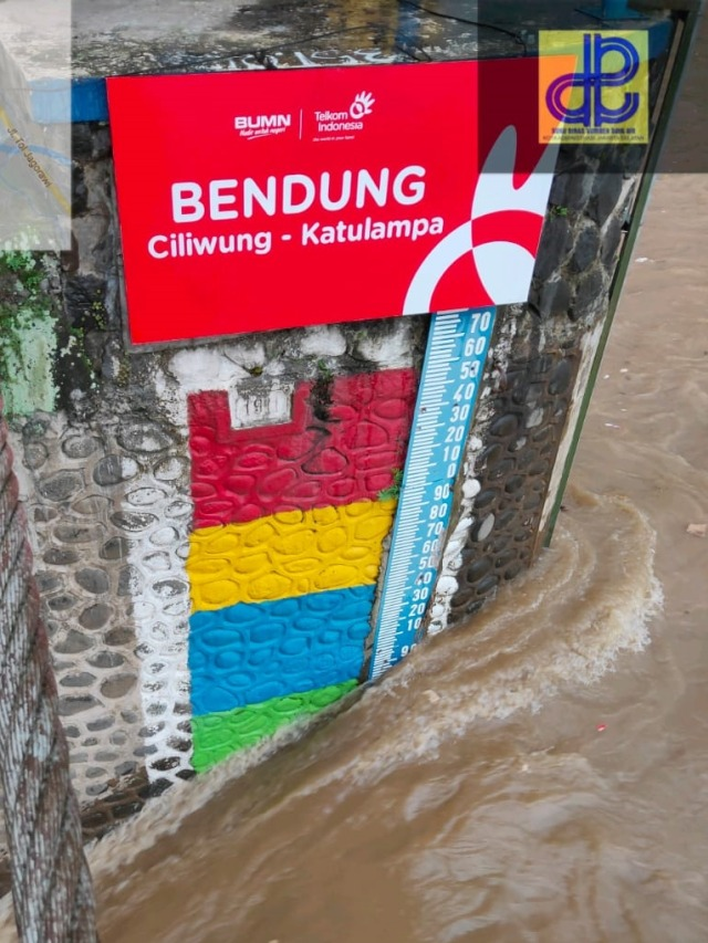 Puncak Diguyur Hujan Deras, Bendung Katulampa Siaga III (32041)