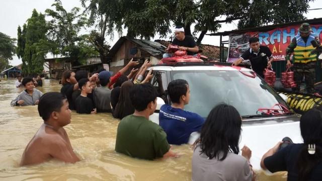 Seberapa Canggih SUV Mewah Dedi Mulyadi yang Dibuat Banjir-banjiran? (364629)