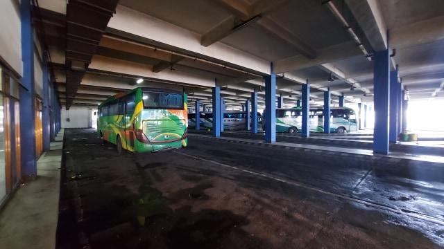 Perjalanan Kereta Dibatalkan, Terminal Tirtonadi Solo Panen Penumpang (40960)