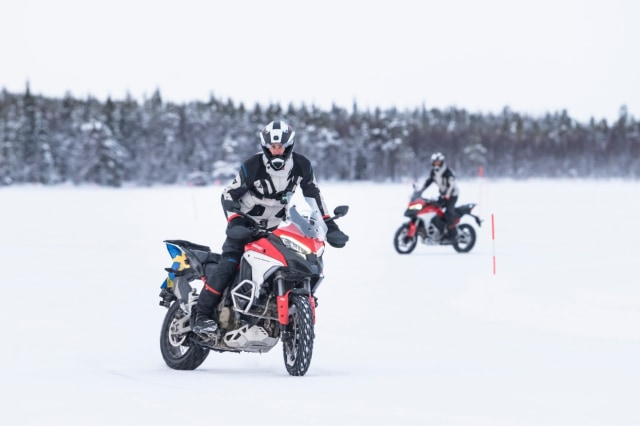 Perjalanan Epik Ducati Multistrada V4 Taklukkan Lingkaran Arktik Kutub Utara (50129)