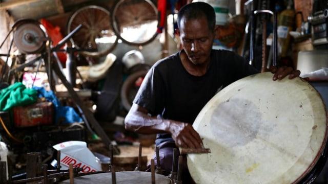 Kisah Fajar Pengrajin Rapai, Menjaga 'Roh' Kesenian Aceh (30288)