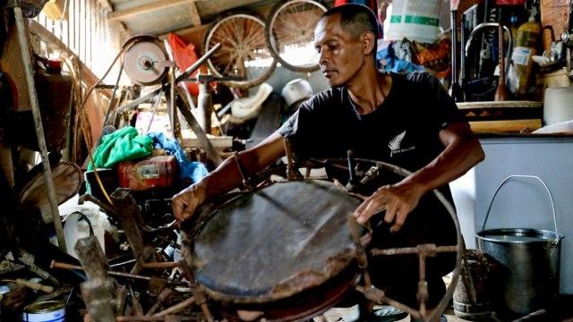 Kisah Fajar Pengrajin Rapai, Menjaga 'Roh' Kesenian Aceh (30289)