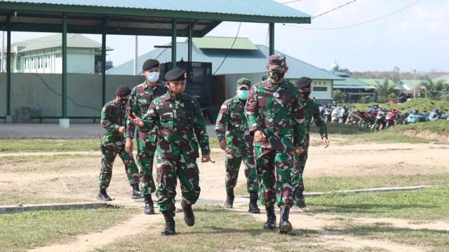 Kunjungi Yonkav Aceh Utara, Danrem Baskoro: Jaga Kesehatan, Rawat Alutsista (120205)