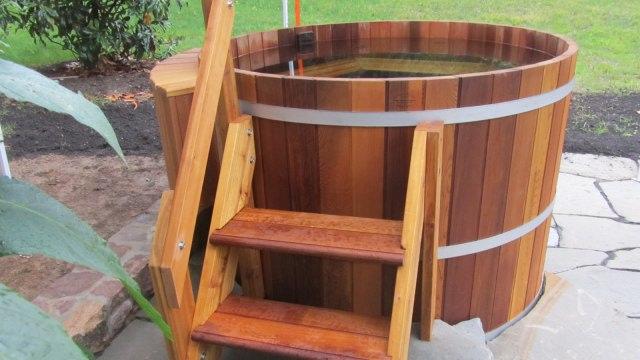 Beda Jacuzzi, Whirlpool, dan Hot Tub yang Sama-Sama Berbentuk Kolam (7923)