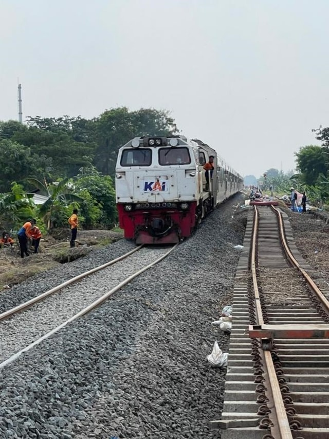 Sempat Terhenti Imbas Banjir, Keberangkatan Kereta dari Jakarta Kembali Normal (45606)