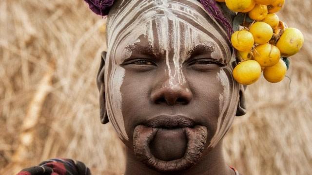 Tradisi Unik Wanita Suku Mursi, Jadikan Bibir Lebar Sebagai Simbol Kecantikan (132872)