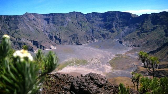 Inilah 3 Orang Eropa Pertama yang Menapaki Lereng Tambora hingga Puncak Kaldera (22016)