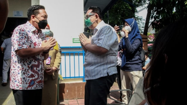 Wakil Ketua Komisi IX DPR Tinjau Vaksinasi Corona: Lansia Butuh 1 Jam Divaksin (33574)