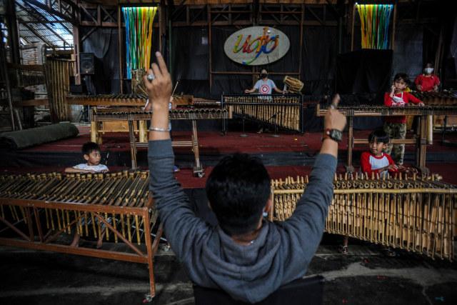 Mengenal 7 Alat Musik Indonesia yang Ikonik, Ada Tehyan hingga Hasapi (4805)