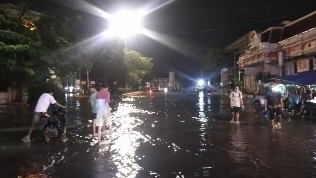 Banjir di Simpang Lima Semarang Surut, Kawasan Pasar Johar-Kota Lama Tergenang (20171)