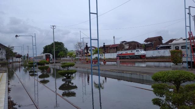 Banjir di Stasiun Tawang Semarang Tak Kunjung Surut, Penumpang Dialihkan  (131202)