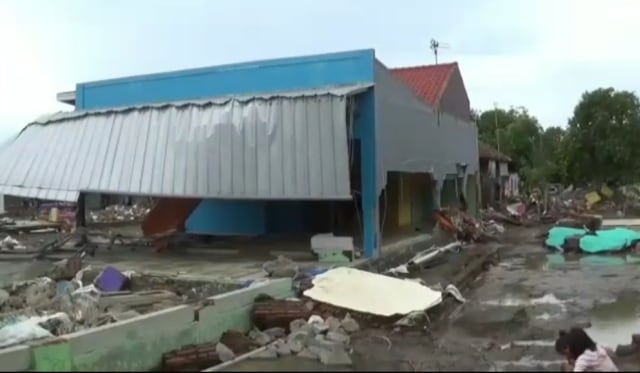 Puluhan Rumah di Bekasi Roboh Setelah Terendam Banjir, Warga Mengungsi  (14916)