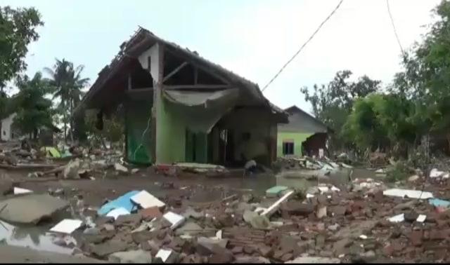 Puluhan Rumah di Bekasi Roboh Setelah Terendam Banjir, Warga Mengungsi  (14915)