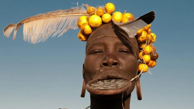 Tradisi Unik Wanita Suku Mursi, Jadikan Bibir Lebar Sebagai Simbol Kecantikan (132871)