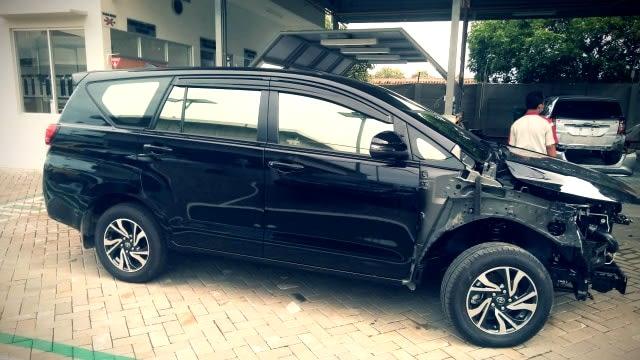 Kecelakaan 15 Mobil Miliarder Tuban Dipicu Jalan Sempit hingga Salah Injak Rem (56155)