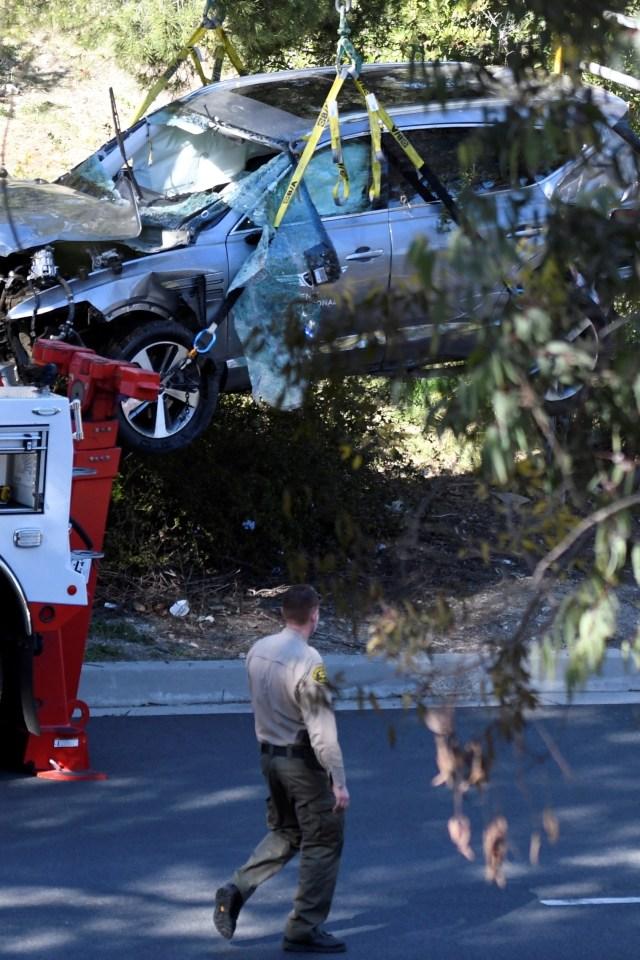 Foto: Kondisi Mobil Pegolf Tiger Woods Usai Kecelakaan di Los Angeles (795834)