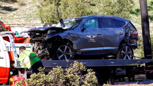 Foto: Kondisi Mobil Pegolf Tiger Woods Usai Kecelakaan di Los Angeles (795835)