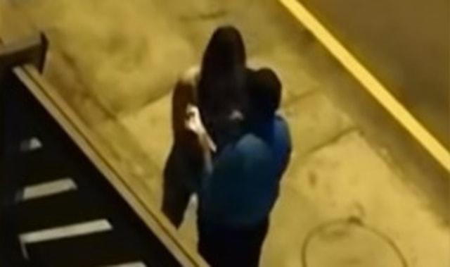 Bukannya Ditilang, Polisi Malah Cium Wanita Pelanggar Lalu Lintas  (4838)