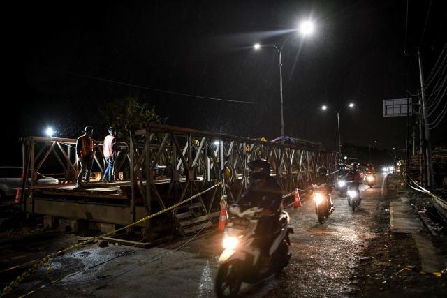 Foto: Pemasangan Jembatan Bailey Bekasi Usai Banjir Imbas  Tanggul Citarum Jebol (232447)