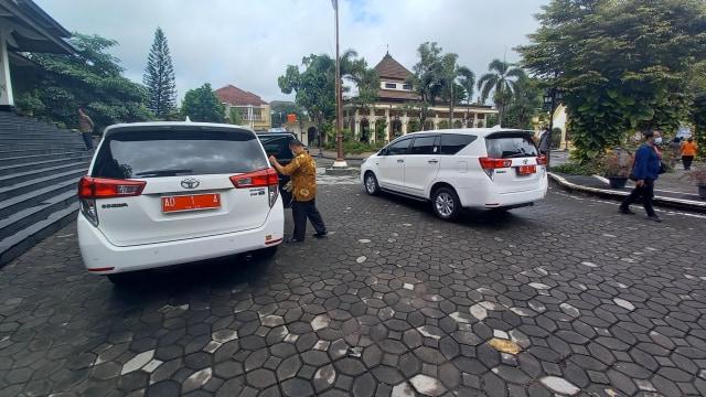 Mobil Dinas Gibran Rakabuming dan Wakilnya, Toyota Innova Warna Putih (12366)